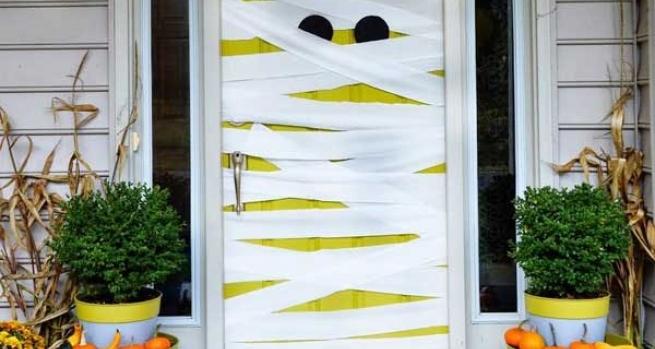 8 ideas de miedo para decorar puertas y ventanas en for Decoracion para puertas halloween