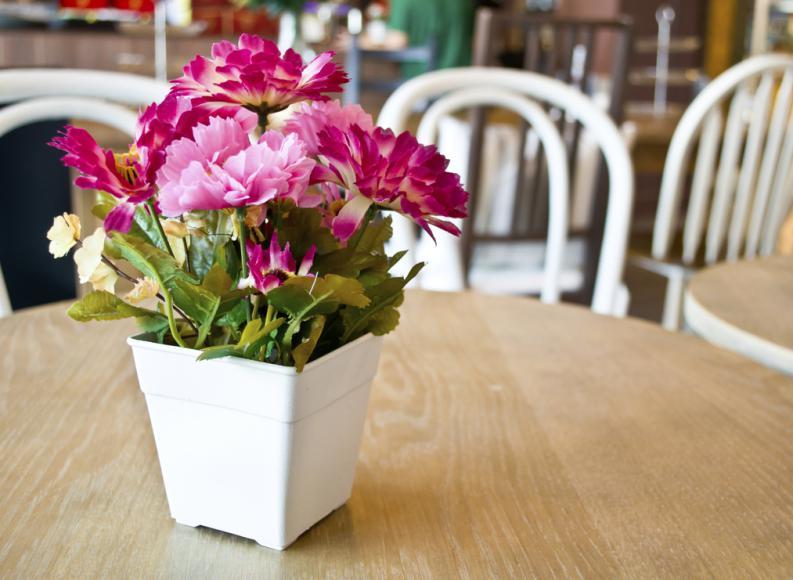 5 ideas de decoraci n para llenar tu casa de flores en - Arreglos florales artificiales para casa ...