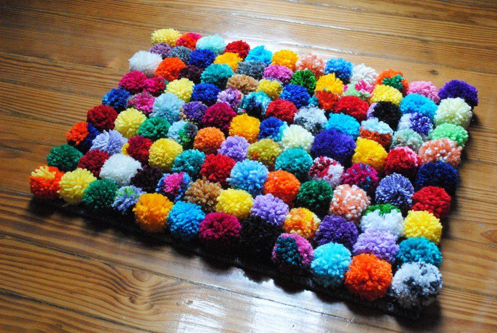 C mo hacer una alfombra con pompones alto lago privada - Como hacer alfombras de lana ...