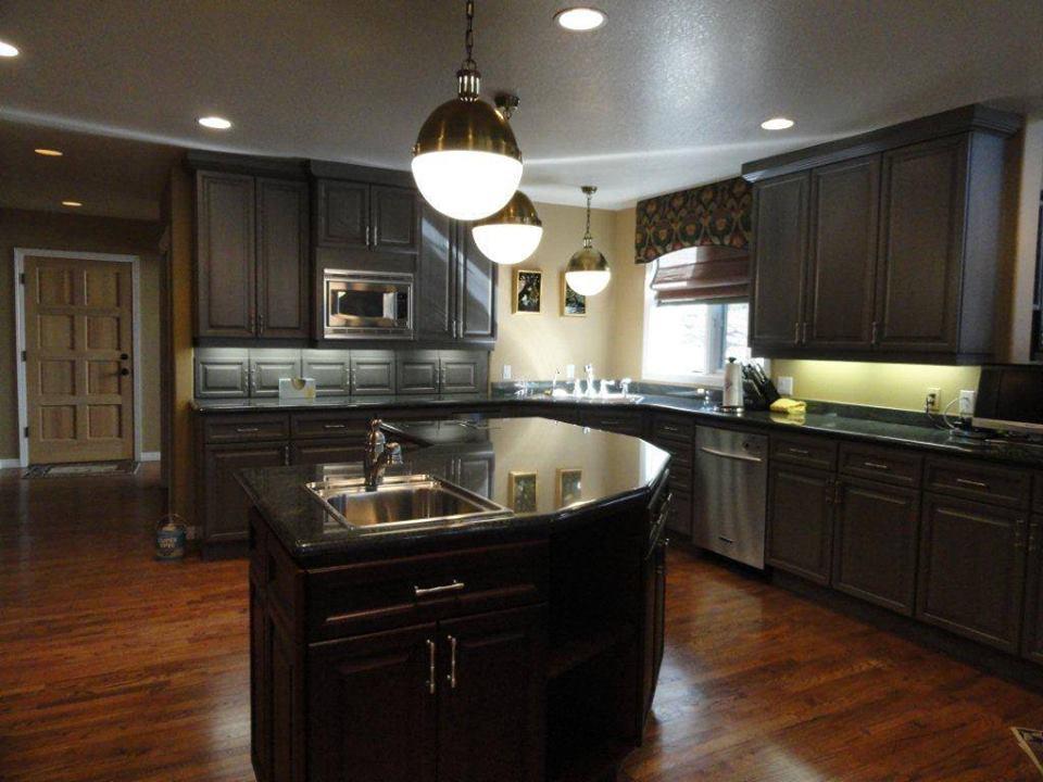 Gabinetes modernos de cocina color caf alto lago for Gabinetes modernos para cocinas pequenas
